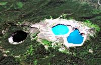 Три разноцветных озера на вулкане Келимуту