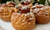 Запечённые яблоки с клюквой и орехами
